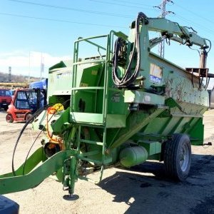 foto 10.5m3 mixer feeder 9t trailer with crane, crusher